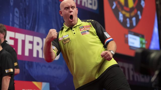 van Gerwen comes through difficult game on day one of World Matchplay
