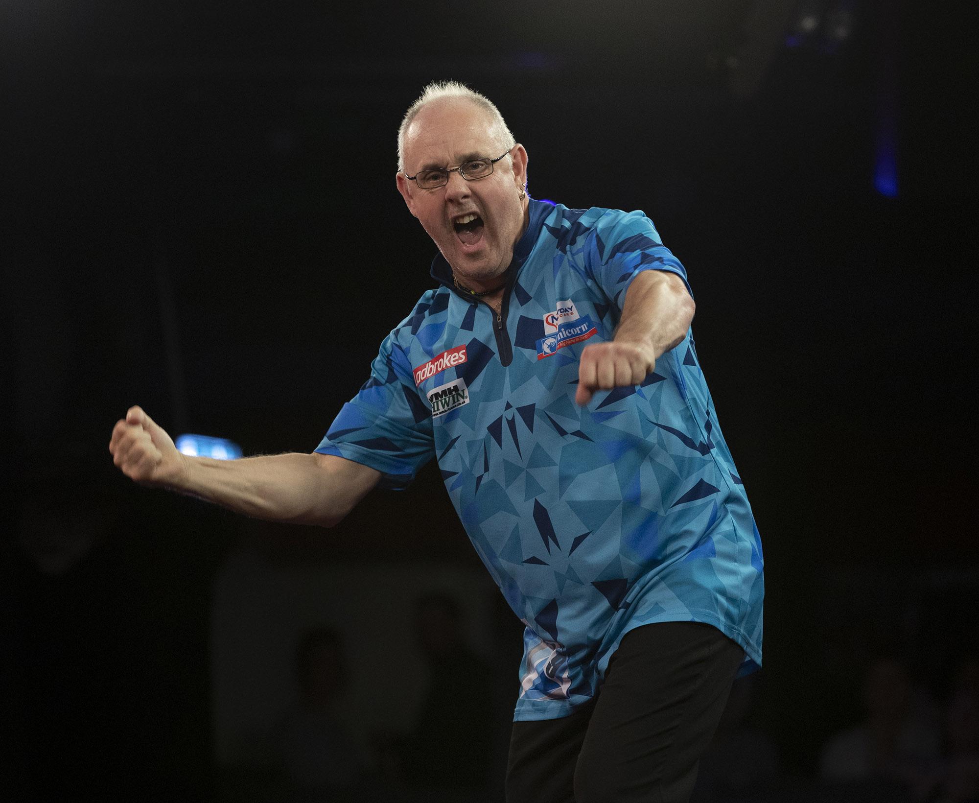 White shocks MvG in round two of European Championship