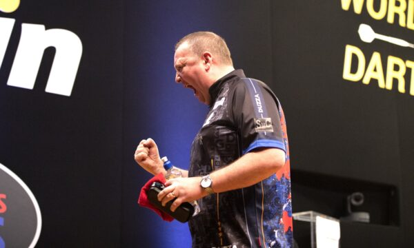 Durrant edges out Van Gerwen