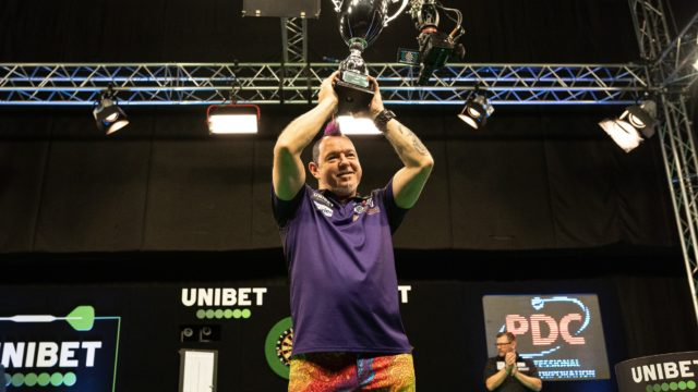 Wright waltzes to European Championship Final win