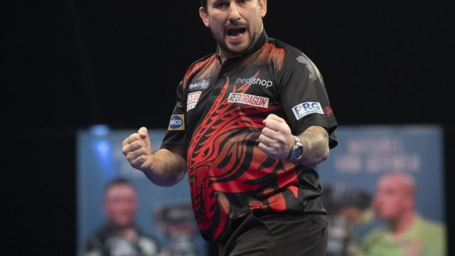 Jonny Clayton hits a 9 darter on Premier League Night Three