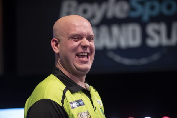 Peter Wright believes world number one Michael van Gerwen has