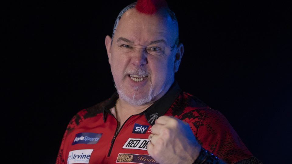 Peter Wright believes world number one Michael van Gerwen has 'no chance' of regaining the world title this year.