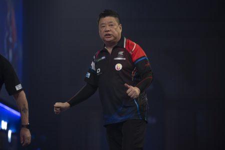 Paul Lim playing at the World Darts Championship