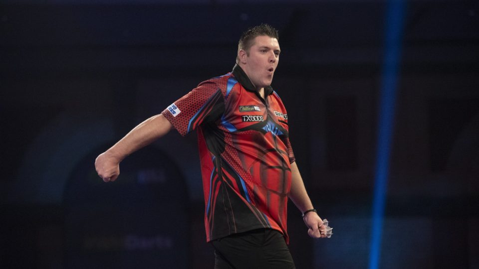 Gurney grinds out win on day three of World Darts Championship