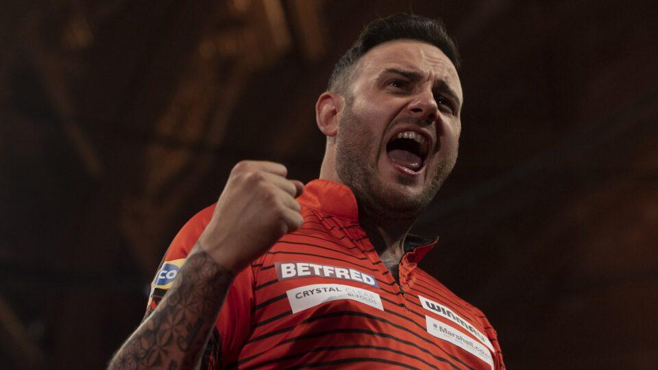 World Matchplay: Joe Cullen starts war of words with Peter Wright