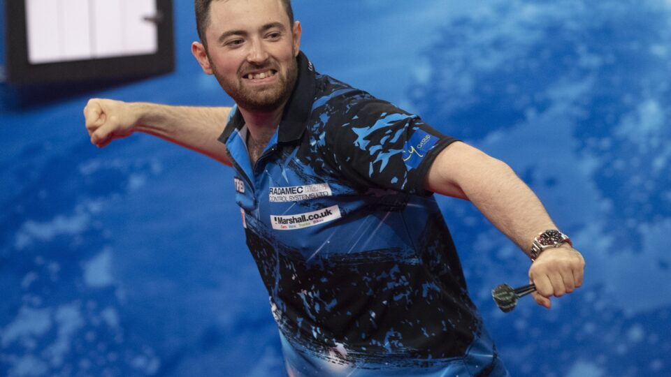 Humphries shocks Wade on day two of World Matchplay
