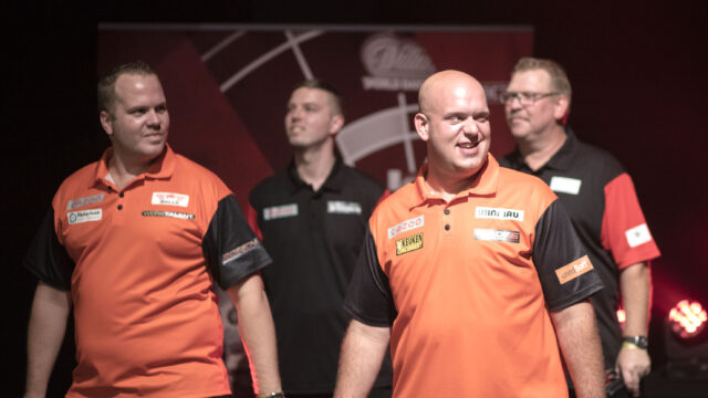 The seeds dominate day one at the World Cup of Darts